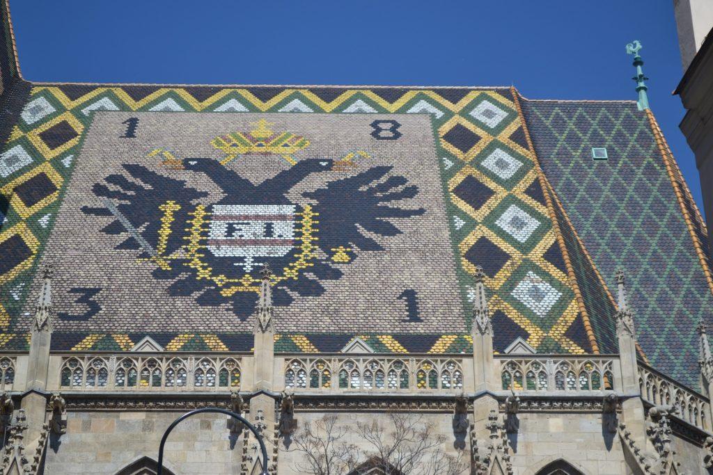 Dach des Stephansdoms mit Adlerwappen