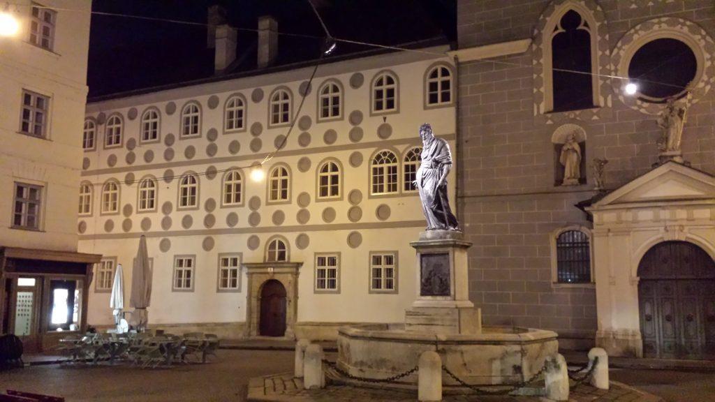 Statue bei Nacht